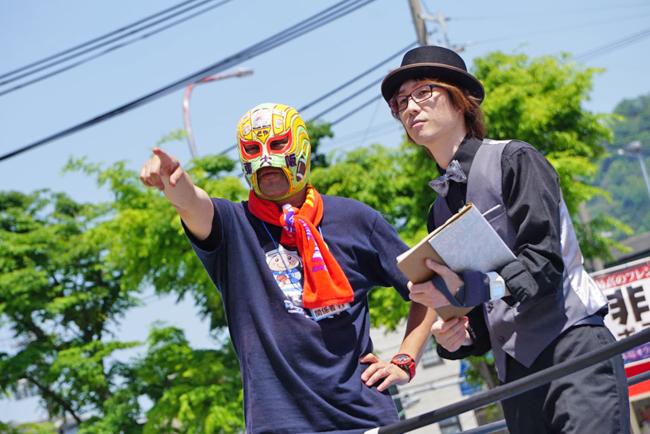抜群の司会っぷりTU-KOとなぜかマスクド東大阪><;