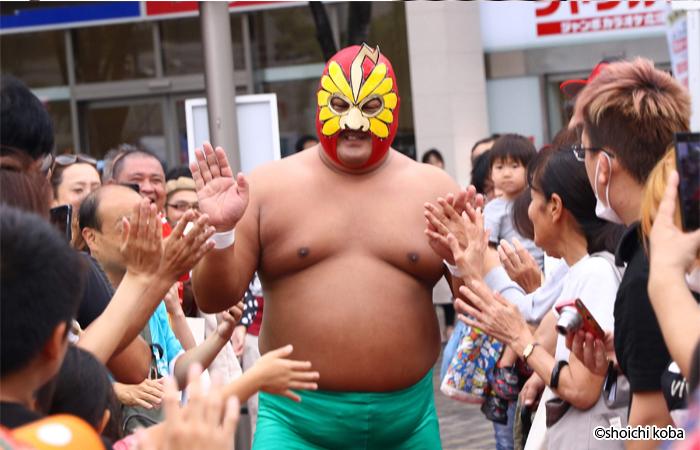 野崎からの刺客、ダイナマイト野崎が入場