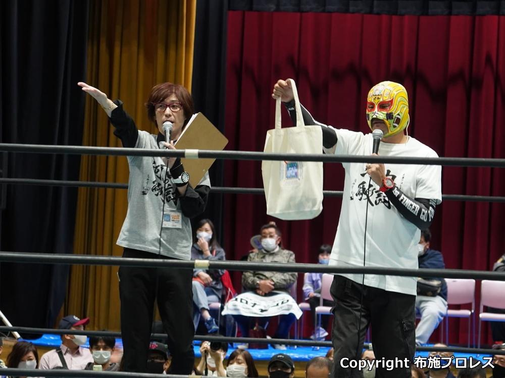 布施プロレスからはマスクド東大阪も前説で TU-KOさんと一緒に登場。もはや定番の二人になってきましたね